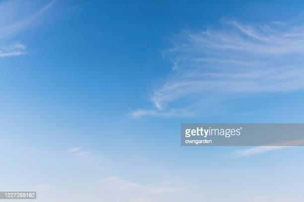 landscape of the clear sky - clear sky foto e immagini stock