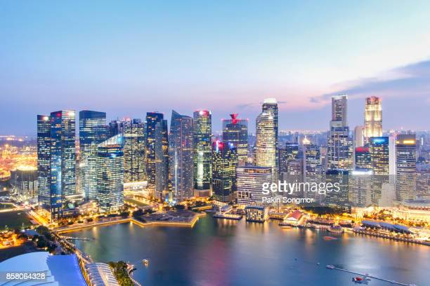 landscape of the singapore financial district and business building, singapore city - politiek en staatsbestuur stockfoto's en -beelden