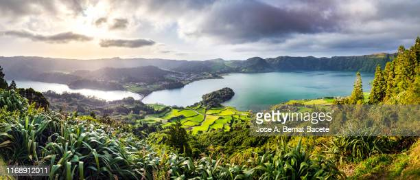 landscape of tropical rainforest with a lake in spring in sao miguel island in the azores islands, portugal. - las azores fotografías e imágenes de stock