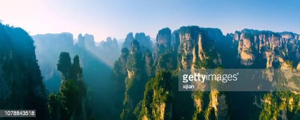 paisaje del parque nacional de zhangjiajie de bosque - formación karst fotografías e imágenes de stock