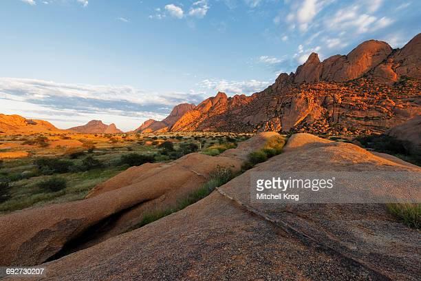 landscape photo of the spitzkoppe granite mountains at sunrise. spitzkoppe, erongo, namibia - erongo stock photos and pictures