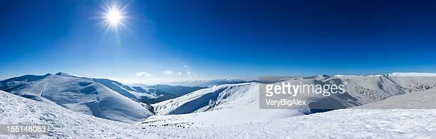 Montagnes paysage d'hiver.