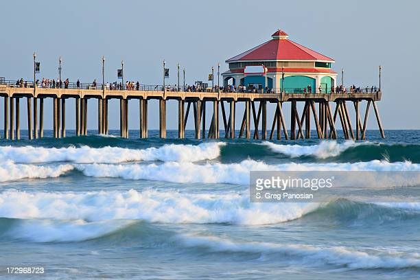 A landscape picture of Huntington Beach Pier