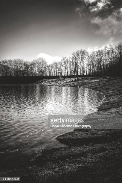 landscape reflections - blanco y negro stock pictures, royalty-free photos & images