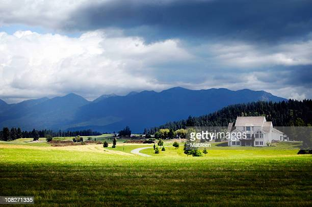 a landscape shot of montana big sky mountains  - montana western usa stock pictures, royalty-free photos & images