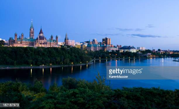 Landscape shot of the Ottawa skyline in the evening