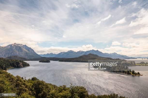 landscape view of lake and mountains, nahuel huapi national park, rio negro, argentina - バリローチェ ストックフォトと画像