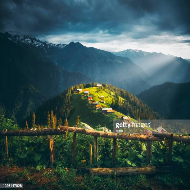 ポクト高原、カムルヘムシン、リゼ、トルコの風景図 - トラブゾン ストックフォトと画像