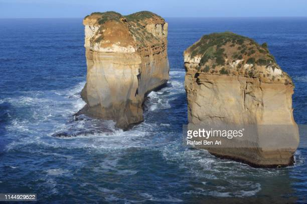 landscape view of sea cliffs and limestone stacks campbell national park in victoria australia - rafael ben ari - fotografias e filmes do acervo
