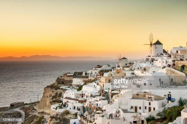 landscape view of the oia at sunset, santorini, greece. - oia santorini foto e immagini stock