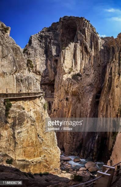 landscape with cliffs of gorge and walkway of caminito del rey, malaga province, andalusia, spain - caminito del rey fotografías e imágenes de stock