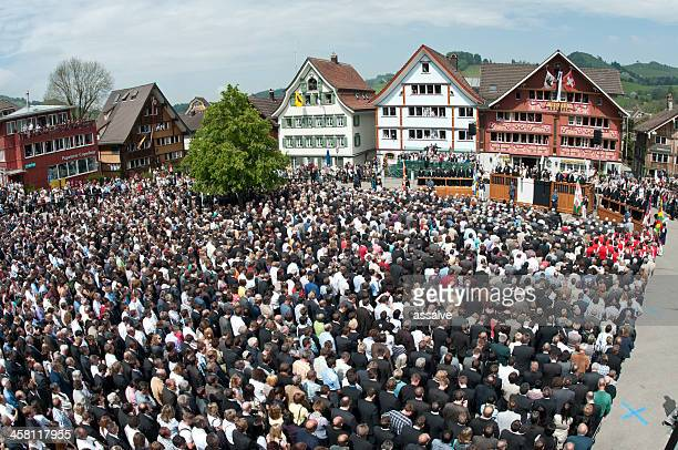landsgemeinde in appenzell, schweiz - demokratie stock-fotos und bilder