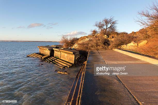 landslip at totland bay - s0ulsurfing stock pictures, royalty-free photos & images