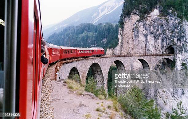 landwasser viaduct - switzerland fotografías e imágenes de stock