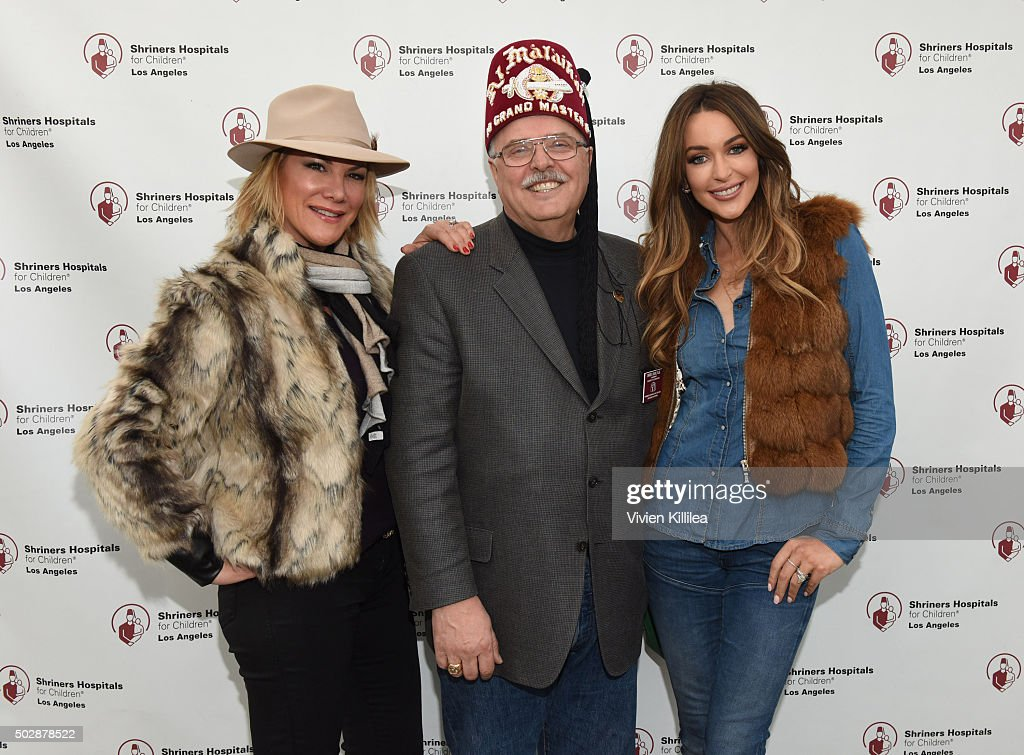Celebrities Decorate The Shriners Rose Parade Float - Shriners Hospitals for Children - Los Angeles : News Photo