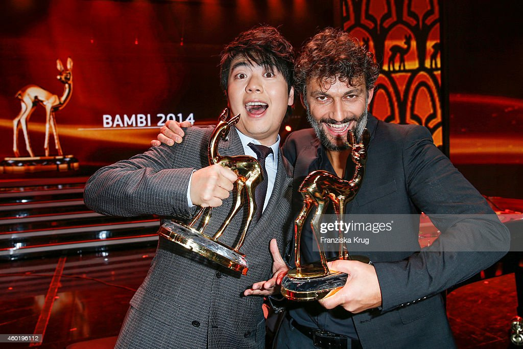 Lang Lang and Jonas Kaufmann pose with their awards after the Bambi Awards 2014 show on November 14, 2014 in Berlin, Germany.