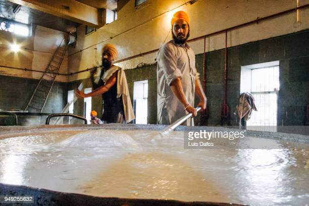 langar community kitchen of the golden temple - golden temple india stock pictures, royalty-free photos & images