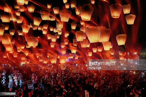 lantern festival in taiwan - new taipei city stock pictures, royalty-free photos & images