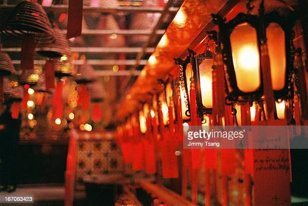 lantern in man mo temple - man motempel stockfoto's en -beelden