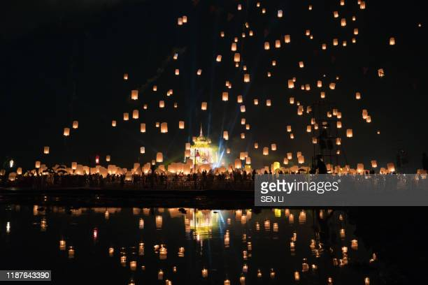 lanterns flying in the sky during chiang mai lantern festival - yi peng stock pictures, royalty-free photos & images
