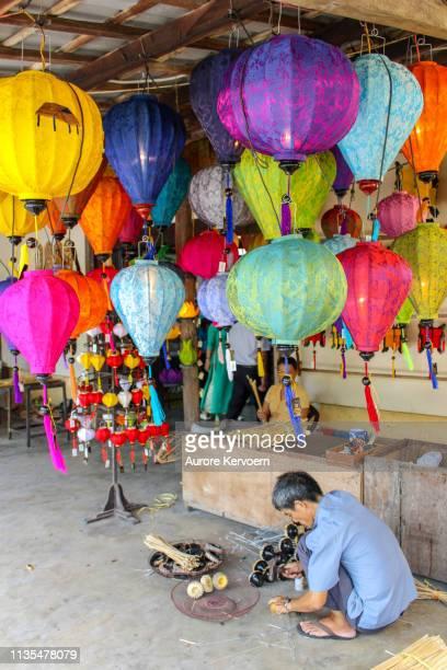 ランタンワークショップ、ホイアン、ベトナム - ランタン ストックフォトと画像