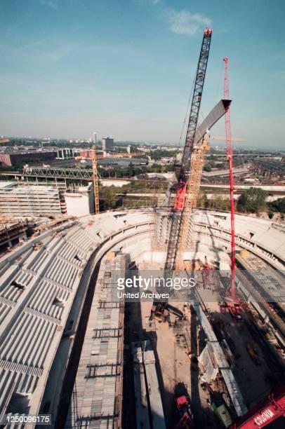 Lanxess Arena Köln - Die Lanxess Arena - vormals Kölnarena oder Köln Arena - während einer Bauphase.