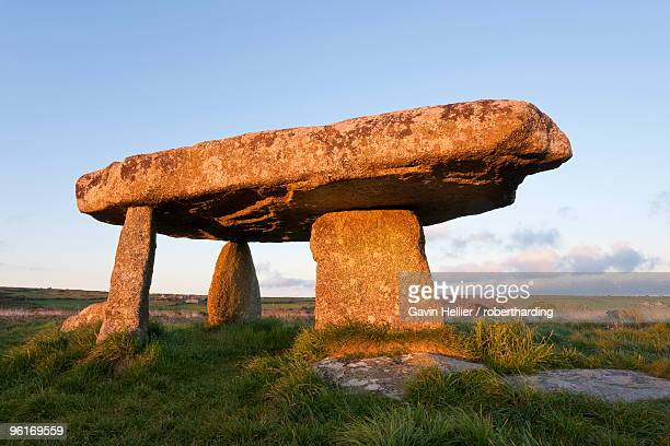 lanyon quoit burial chamber, madron, near penzance, lands end, cornwall, england, united kingdom, europe - gavin hellier stock pictures, royalty-free photos & images