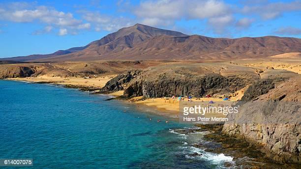 lanzarote, playa del papagayo near playa blanca - lanzarote stock pictures, royalty-free photos & images
