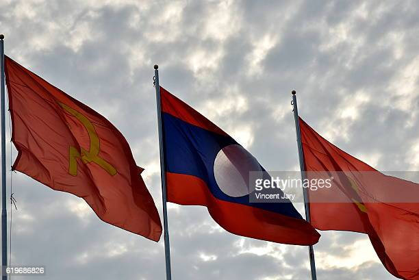 laos and chinese flag friendship - bandiera comunista foto e immagini stock