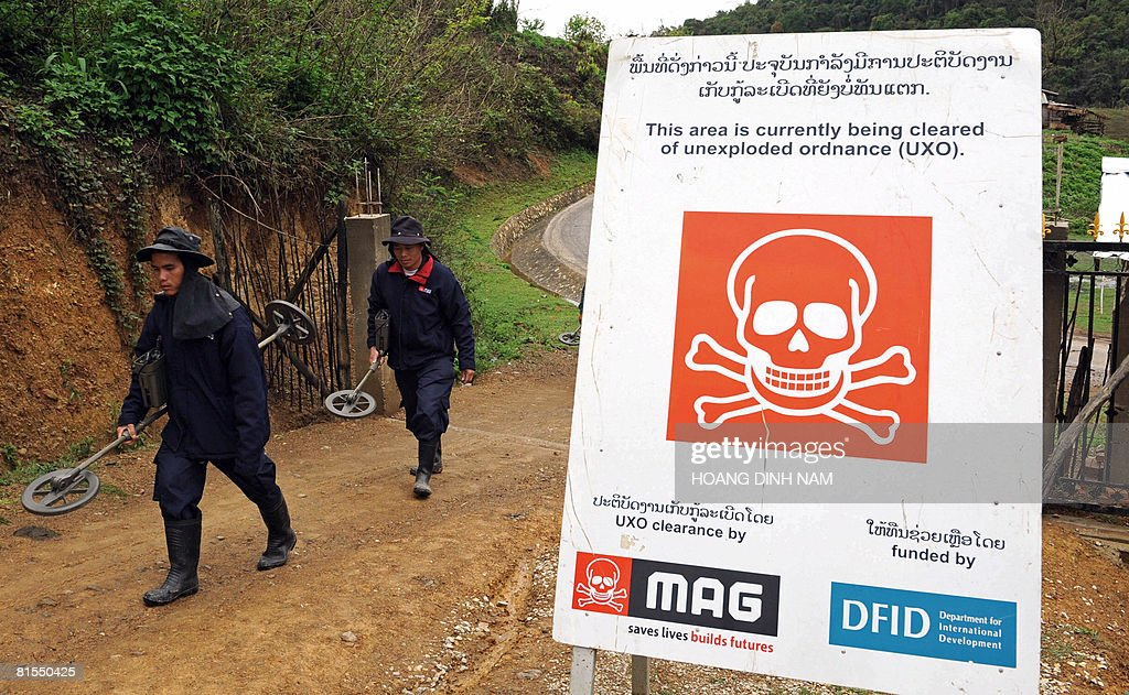 TO GO WITH Laos-US-military-explosives-c : Photo d'actualité