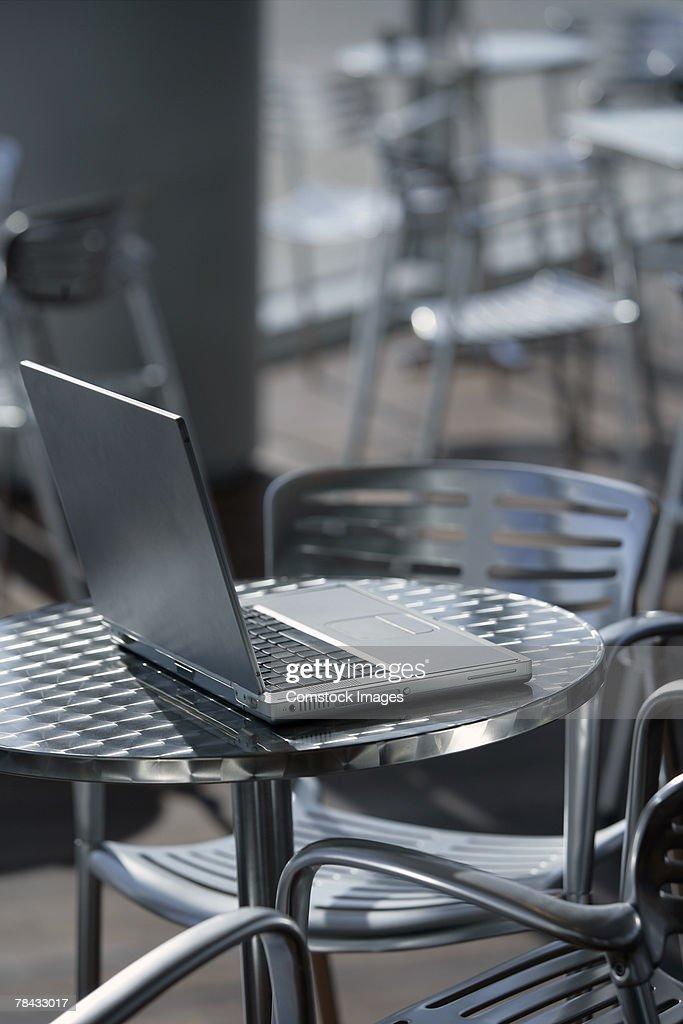 Laptop at a cafe : Stockfoto