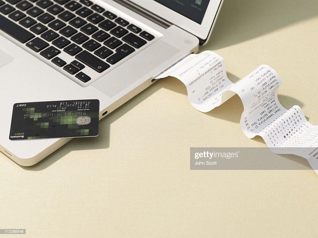 Laptop computer and reciept roll : Foto de stock
