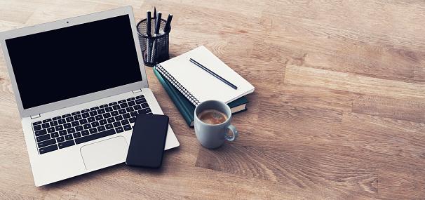 Laptop header 910806154