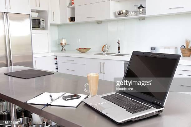 Laptop in der Küche