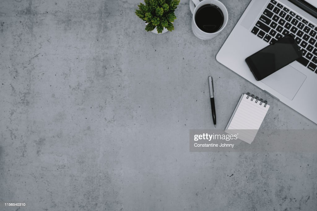Laptop, Notepad and Cellphone on Work Desk : Foto stock