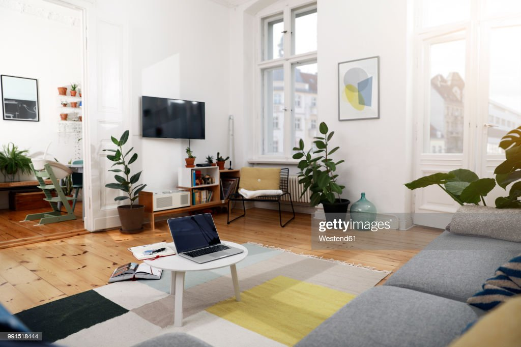 Laptop on a coffee table in a modernly furnished flat : Stock-Foto