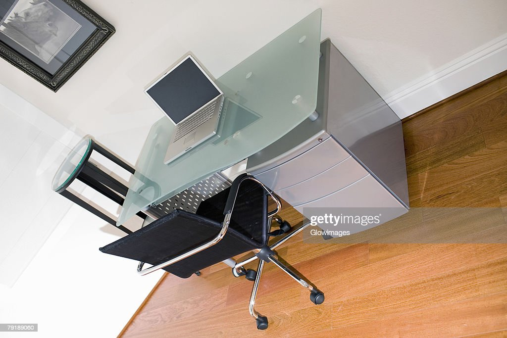Laptop on a desk : Foto de stock