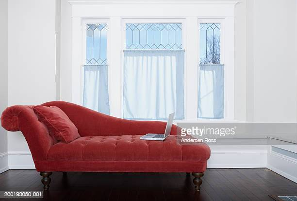Chaiselongue stock fotos und bilder getty images for Chaise longue online