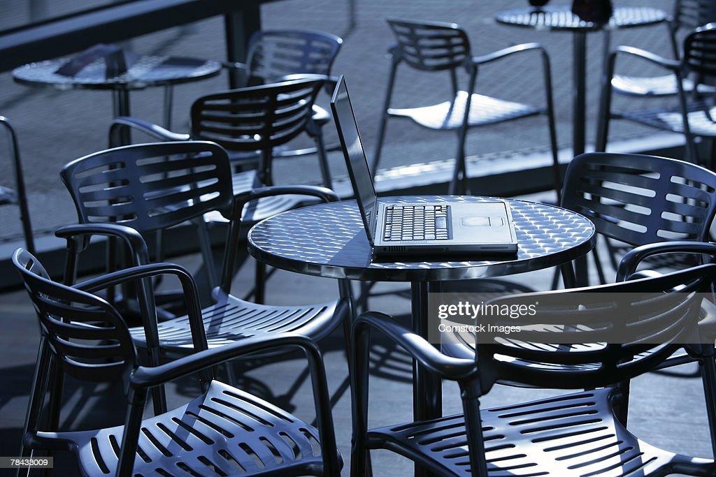 Laptop on table : Stockfoto