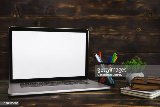 laptop with blank white screen against rustic wood background. screen mock up. - 空白の画面 ストックフォトと画像