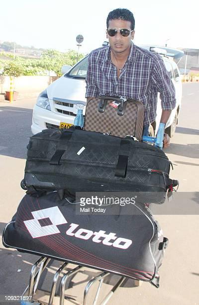 Lara Dutta and husband Mahesh Bhupathi spotted at Mumbai Airport