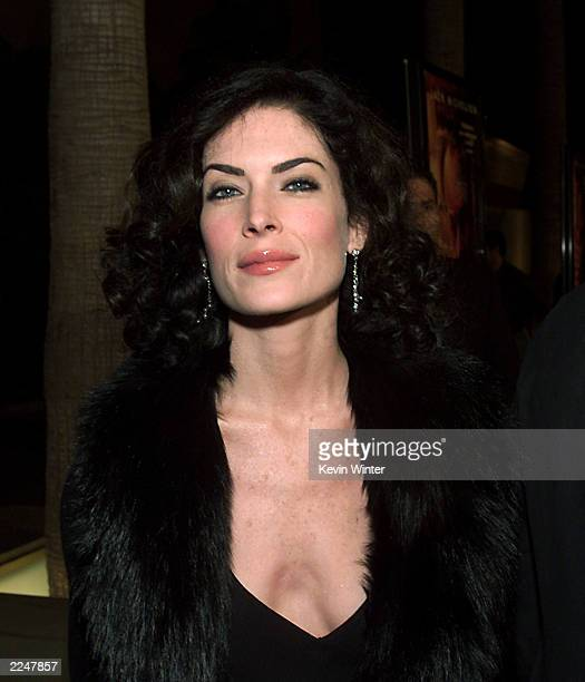 Lara Flynn Boyle arrives at the premiere of 'The Pledge' at the Egyptian Theater in Los Angeles Ca 01/09/01