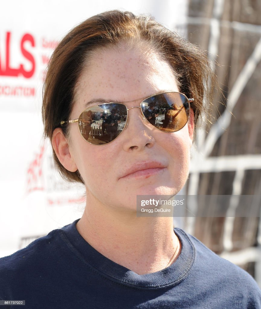 Lara Flynn Boyle attends Nanci Ryder's 'Team Nanci' 15th Annual LA County Walk To Defeat ALS at Exposition Park on October 15, 2017 in Los Angeles, California.