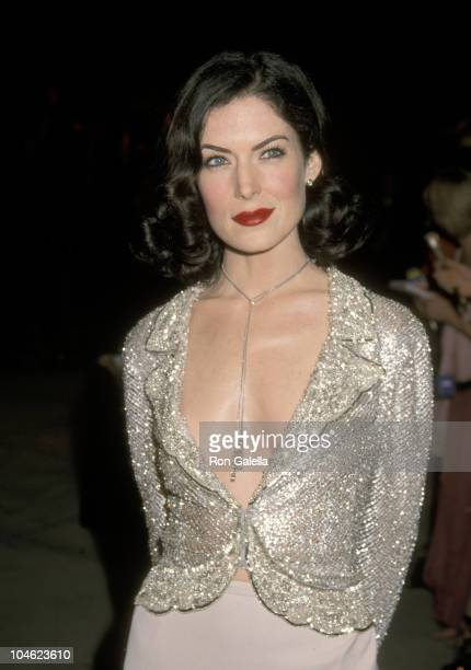 Lara Flynn Boyle during 2001 Vanity Fair Oscar Party Arrivals at Morton's Restaurant in Beverly Hills California United States