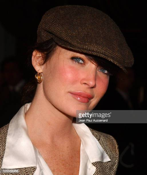 Lara Flynn Boyle during 'After the Sunset' Los Angeles Premiere Arrivals at Grauman's Chinese Theater in Hollywood California United States