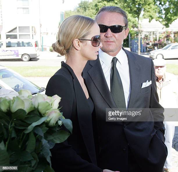 Lara Joy Koerner and Heiner Pollert arrive for the funeral of German actress Barbara Rudnik at Nordfriedhof cemetery on May 29 2009 in Munich Germany
