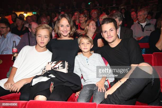 Lara Joy Koerner and her sons Glenn Neo and David Vicedomini during the premiere of the Circus Roncalli '40 Jahre Reise zum Regenbogen' on October 7...