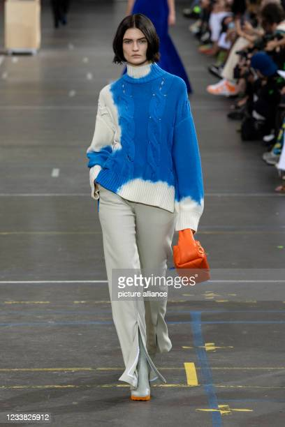 Lara Mullen at OFF-WHITE Fall Winter 2021 collection runway on July 2021 - Paris, France.
