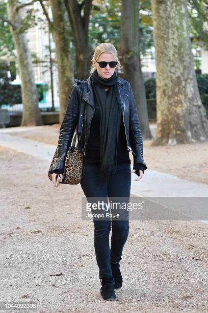 Lara Stone arrives at Alexander McQueen show as part of the Paris Fashion Week Womenswear Spring/Summer 2019 on October 1 2018 in Paris France