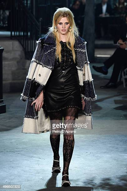 Lara Stone walks the runway during the Chanel Metiers d'Art 2015/16 Fashion Show at Cinecitta on December 1, 2015 in Rome, Italy.